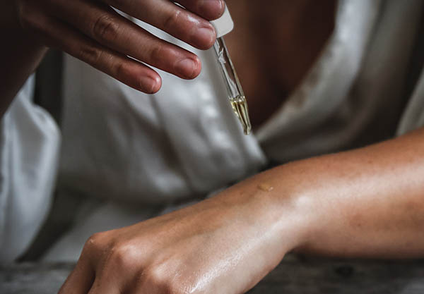 Skincare Brisbane | how-to-use-facial-oils_featured-image